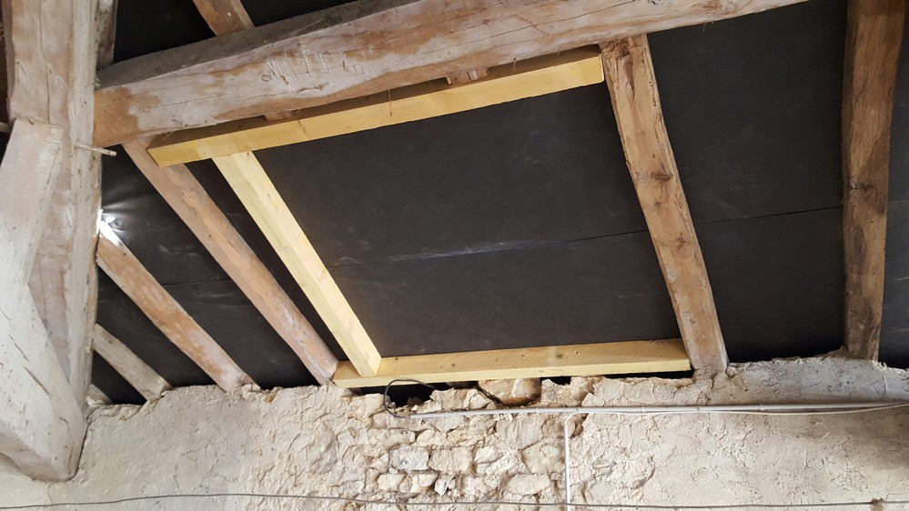 installer un velux installation d 39 un volet roulant. Black Bedroom Furniture Sets. Home Design Ideas